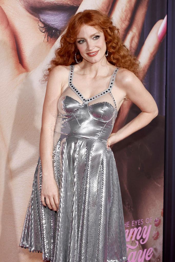 Фото №3 - Здесь должна звучать песня Pet Shop Boys: Джессика Честейн в образе королевы танцпола сверкает как дискобол