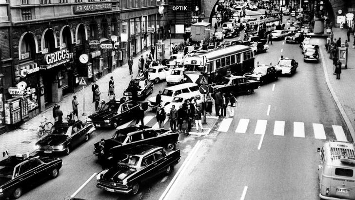 Фото №1 - История одной фотографии: день, когда Швеция перешла на правостороннее движение