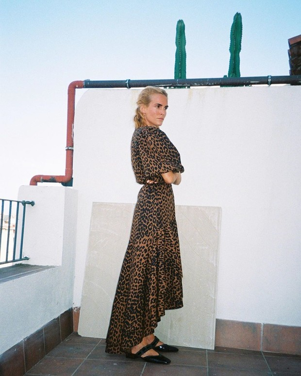 Фото №1 - Statement dress: Бланка Миро в леопардовом платье Ganni