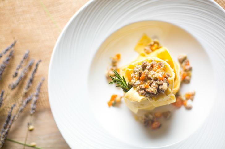 Фото №10 - Морковный пирог, блинный мешочек и кокосовый пудинг: лучшие осенние рецепты от шеф-повара CulinaryOn