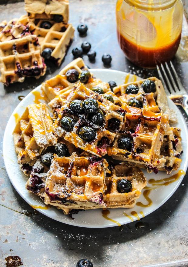 Фото №2 - Побалуйте себя: 5 рецептов вафель на любой вкус