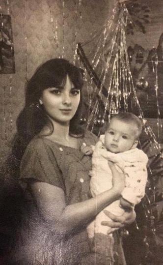 Фото №1 - Как в детстве выглядели девушки, превратившие себя в живых Барби: фото