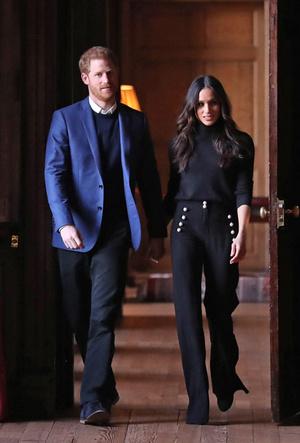 Фото №6 - Почему Гарри не берет Меган за руку в присутствии королевы