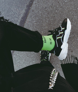 Фото №2 - Блог fashion-редактора: как разнообразить черный total-look