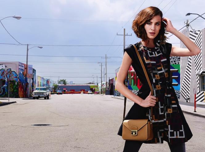 Фото №2 - Эксклюзив: видео от Longchamp с Алексой Чанг