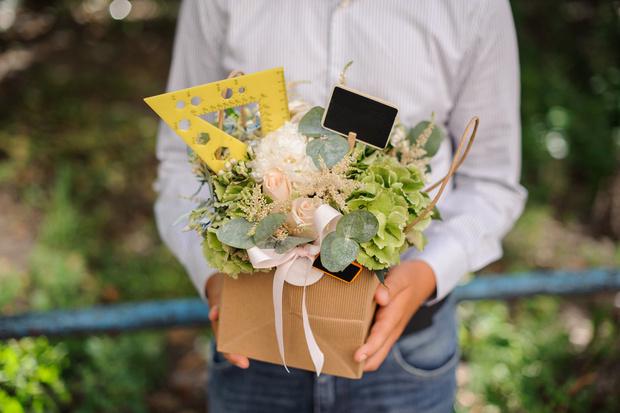 Фото №2 - Одна веская причина не дарить учителям цветы 1 сентября