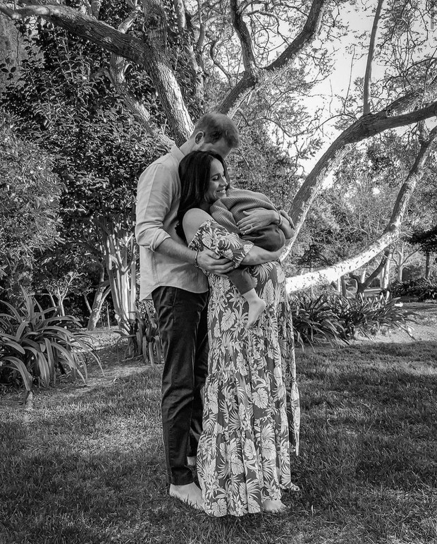 Фото №1 - Малыш-миротворец: как Кейт Миддлтон и принц Уильям поздравили Гарри и Меган с рождением дочки