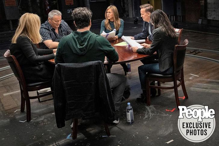 Фото №5 - Актеры сериала «Друзья» рассказали, чем бы занимались их персонажи сейчас