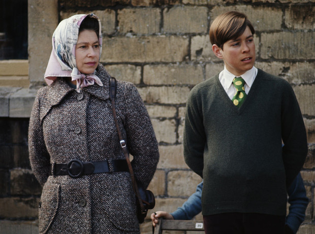 Фото №1 - Любимый сын: как особое отношение Королевы к принцу Эндрю привело его к краху