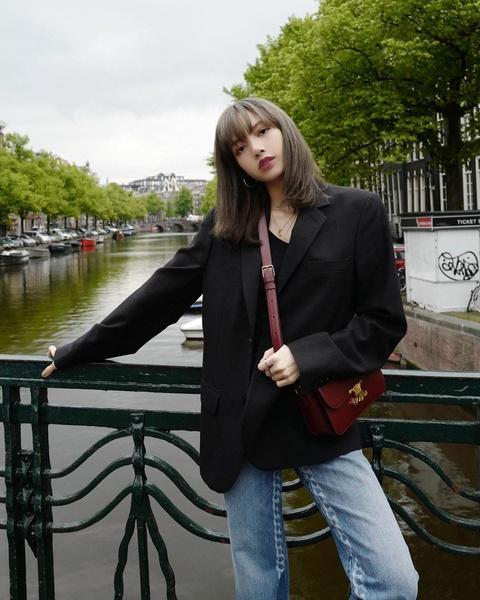 Фото №1 - Idol Style: 5 крутых идей для летнего гардероба от Лисы из BLACKPINK