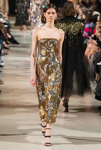 Фото №2 - Новогодний образ: топ-15 золотых платьев для главного вечера
