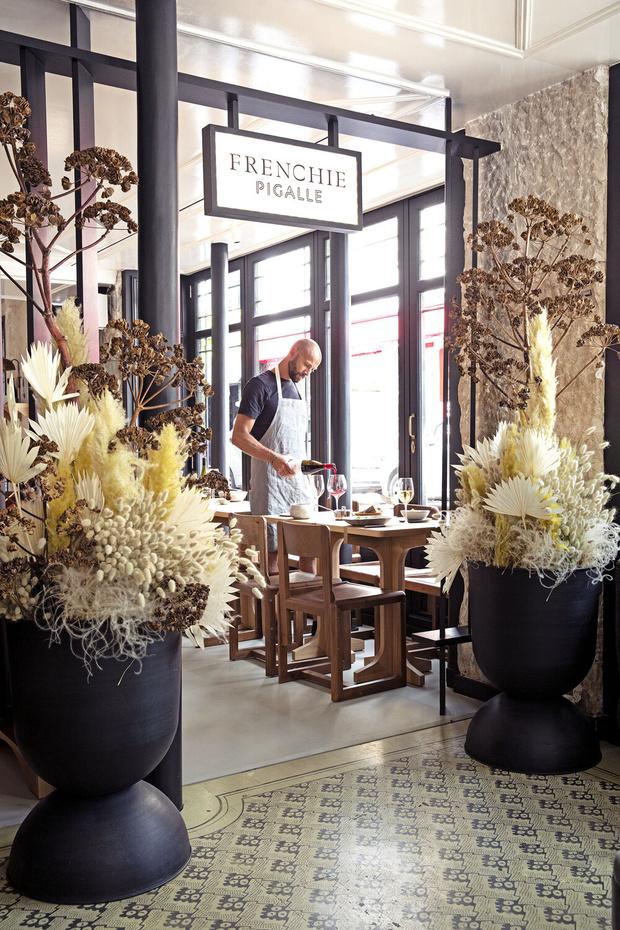 Фото №1 - Frenchie Pigalle: новый ресторан по проекту Доротеи Мейлихзон
