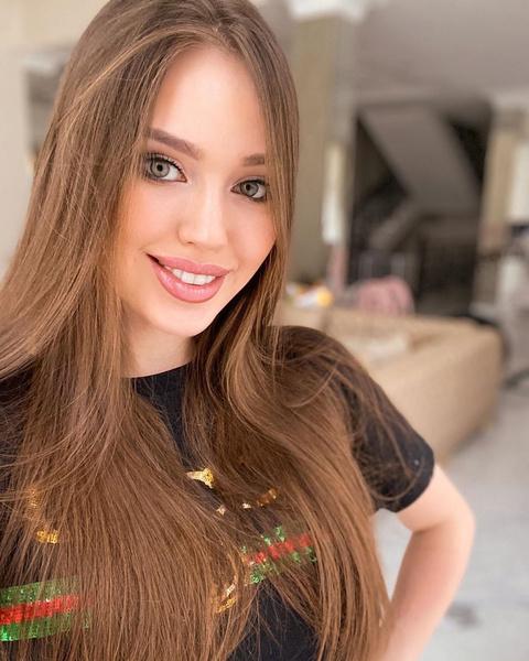 Фото №1 - «Пусть ваша семья негатива не знает»: Анастасия Тарасова выдала замуж красавицу-сестру