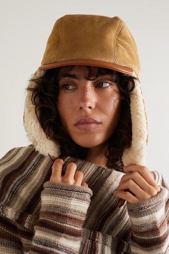 Фото №10 - Шапки, береты и кепки: самые модные головные уборы осени и зимы 2021/22