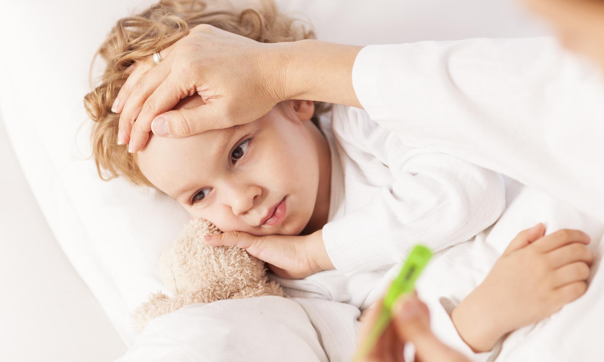 У ребенка жар: как сбить температуру