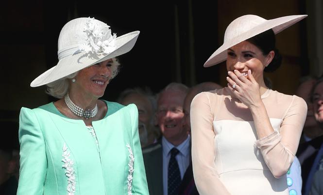 Фото №4 - Кто направит герцогиню Меган в королевское русло