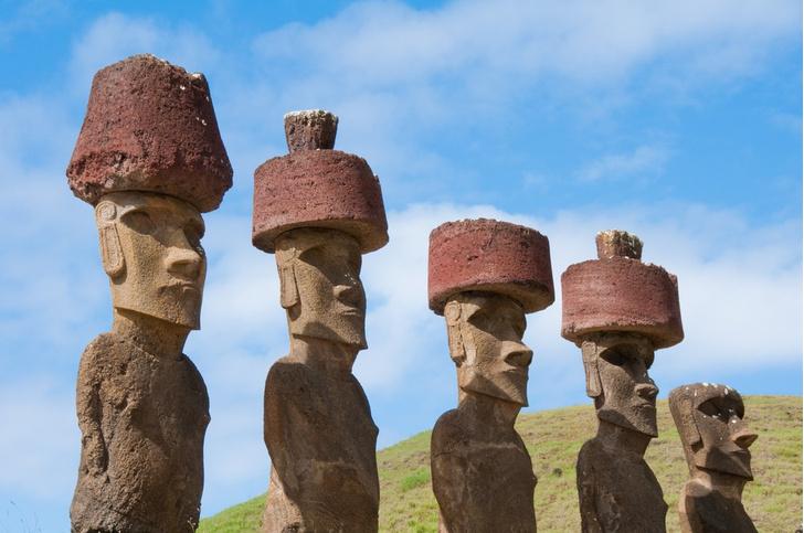 Фото №1 - Ученые объяснили, как на головах статуй с острова Пасхи появились «шляпы»