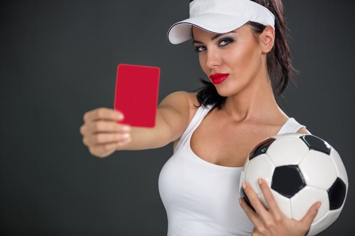 Фото №1 - Контракт футболиста прервали из-за того, что от него забеременела дочка президента клуба