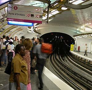 Фото №1 - В парижском метро — пожар и стрельба