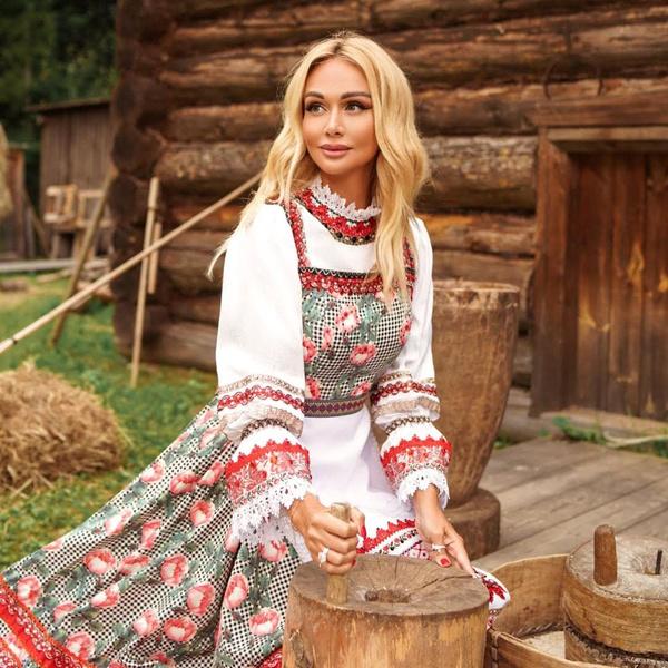 Фото №2 - Сыктывкар вместо Дубая: Лопырева в народном костюме рассказала о прелестях Коми