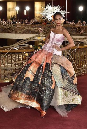 Фото №6 - Только топ-модели: Эшли Грэм, Наоми Кэмпбелл и другие на показе Dolce & Gabbana Alta Moda