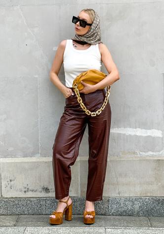Фото №3 - С чем носить простую белую майку: 7 идей на каждый день
