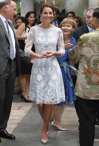 Фото №32 - Было/стало: как дизайнеры перешивают свои наряды ради Кейт Миддлтон