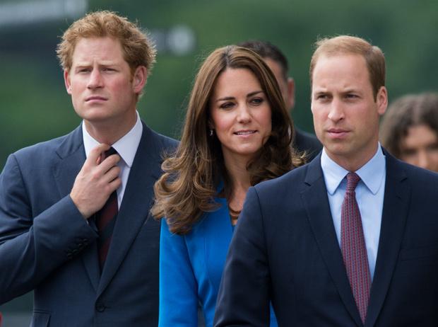 Фото №1 - Плохая шутка: чем Гарри обидел Кейт перед ее свадьбой с Уильямом