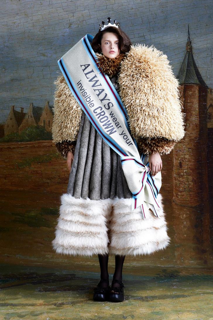 Фото №2 - Ход королевой: сказочная коллекция Viktor & Rolf осень-зима 2021-2022