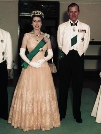 Фото №4 - Как принц Филипп отреагировал на слухи о своих изменах Елизавете