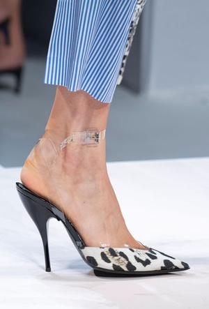 Фото №35 - Самая модная обувь весны и лета 2020: советы дизайнеров