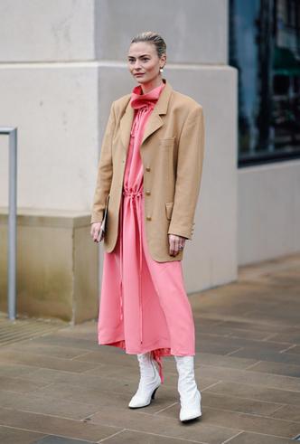 Фото №4 - Четыре самых модных способа носить розовый цвет повседневно
