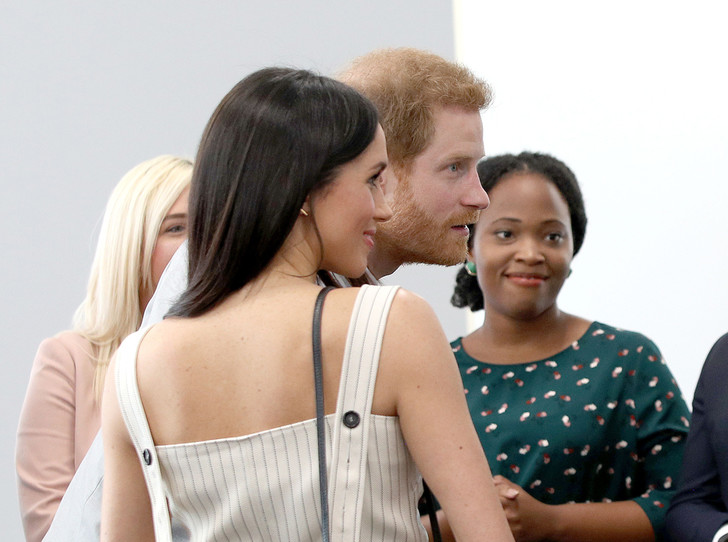 Фото №2 - Дамы вперед: принц Гарри снова нарушает протокол ради Меган Маркл
