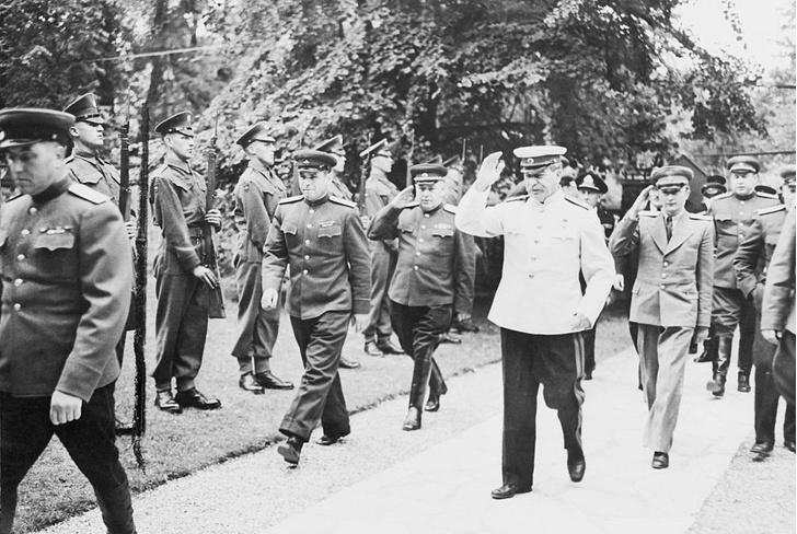 Фото №4 - Решено в Потсдаме: как прошла последняя официальная встреча «большой тройки»