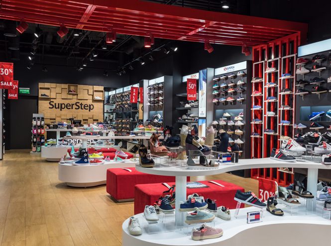 Фото №2 - Шаг за шагом: новый обувной магазин SuperStep в Атриуме