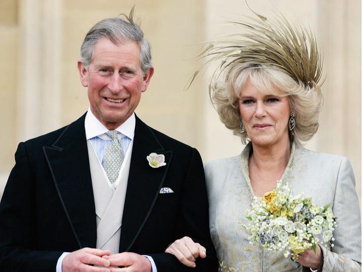 Фото №1 - Против правил: почему Камилла отказалась от тиары на свадьбе с Чарльзом