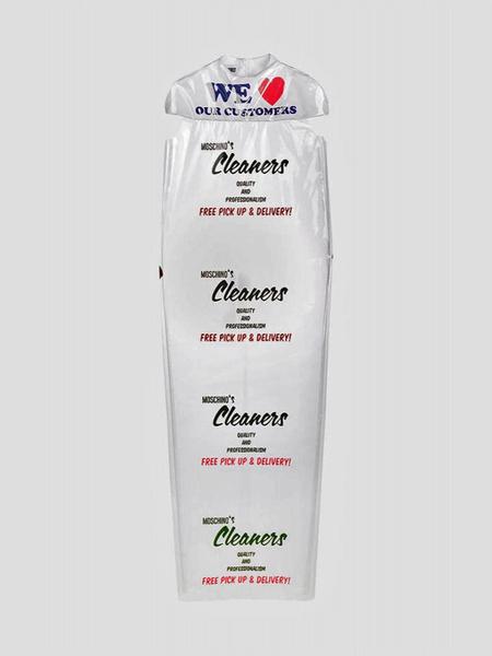 Фото №4 - Платье Moschino в виде упаковки из химчистки продают за 45 000 рублей