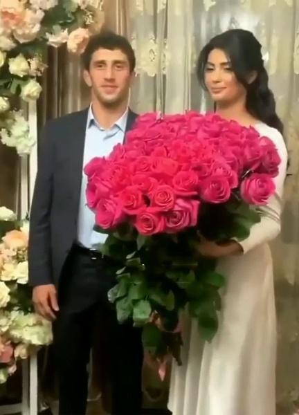 Заурбек Сидаков с невестой Мадиной