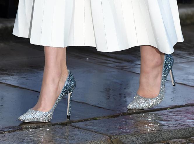 Фото №5 - 10 блестящих пар обуви, как у герцогини Кейт на гала-ужине