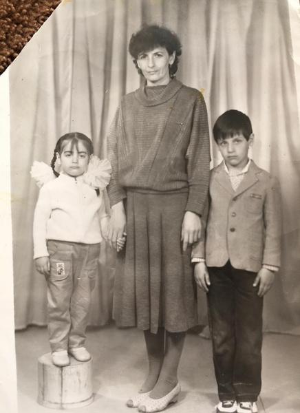 Бабушка Патимат (в центре) с ее мамой (слева) и дядей (справа)