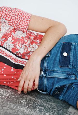 Фото №2 - Как носить деним этой осенью: капсульная коллекция Maje First Stone