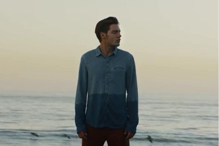 Кадр из клипа Тейлор Свифт Style
