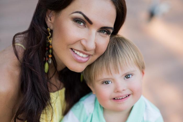 Фото №1 - Эвелина Бледанс: «Что я думаю по поводу детей с особенностями? Я делаю!»