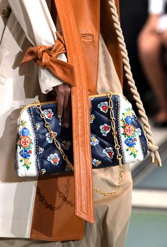 Фото №9 - Самые модные сумки весны и лета 2020