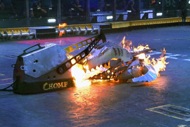 Фото №2 - Побеждает мощнейший: что такое битвы роботов и как они проходят