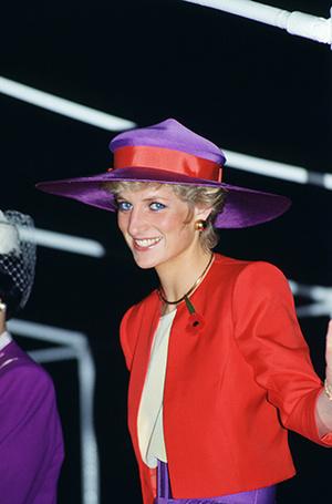 Фото №80 - 70 красных нарядов: как принцесса Диана носила любимый цвет