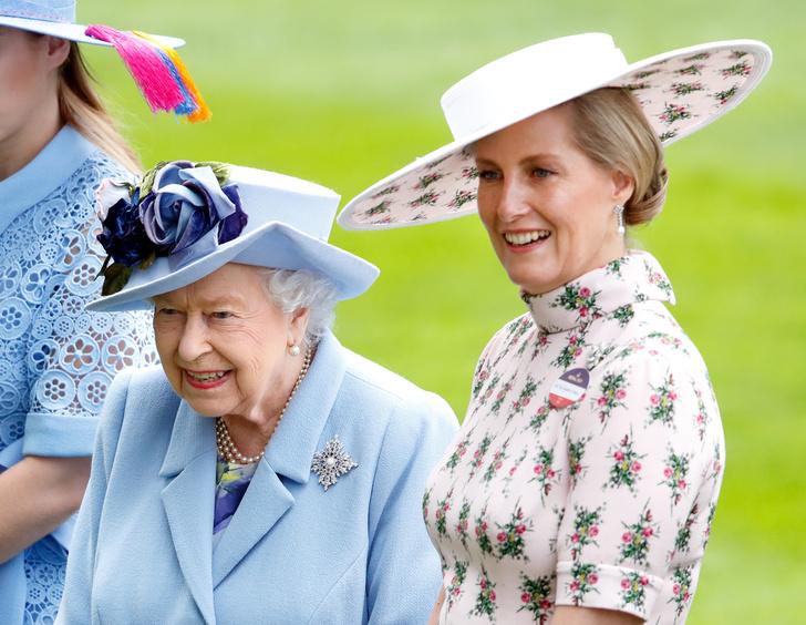 Фото №1 - Любимая невестка: как изменились отношения Королевы и Софи Уэссекской после смерти принца Филиппа