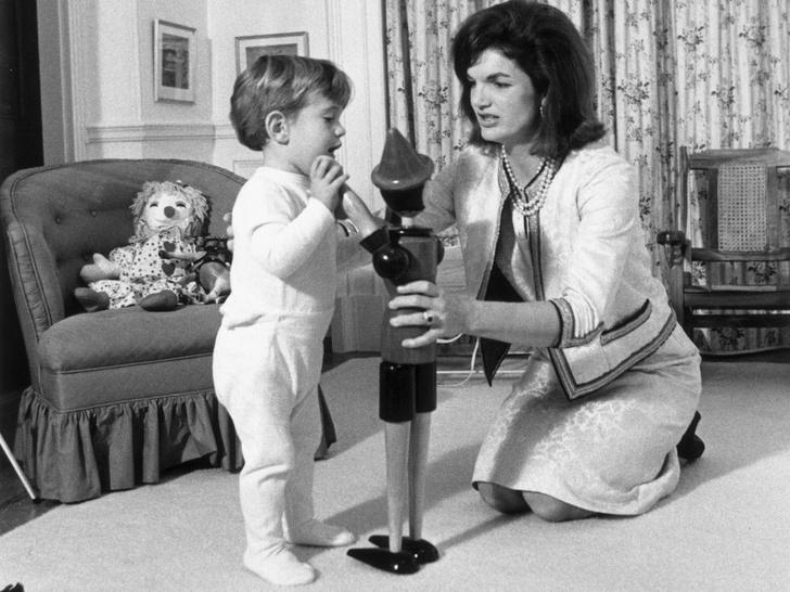Фото №8 - Счастье на четверых: самые трогательные фото четы Кеннеди с детьми