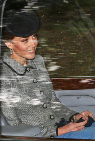 Фото №3 - Как герцогиня Кейт проводит время с королевой в Балморале