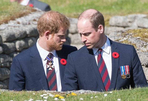 Фото №1 - «Мы не расистская семья»: принц Уильям открестился от обвинений Гарри и Меган